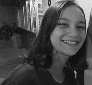 Adinda Putri (Dapucii) Senyum