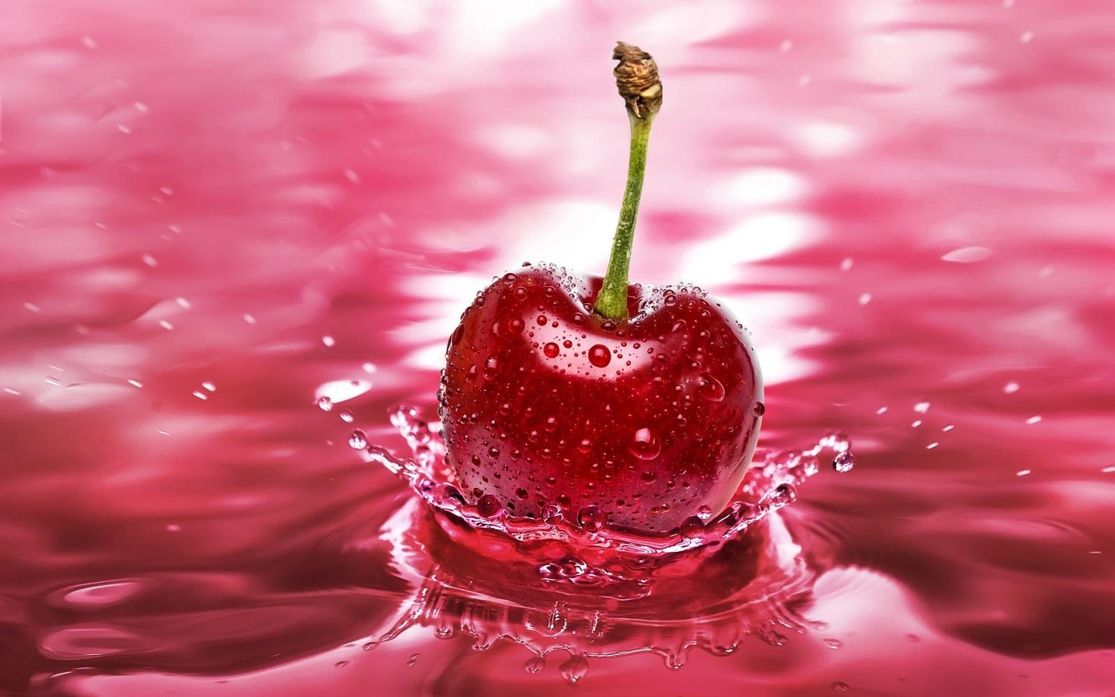 hình nền quả cherry khẽ chạm trên nước đẹp