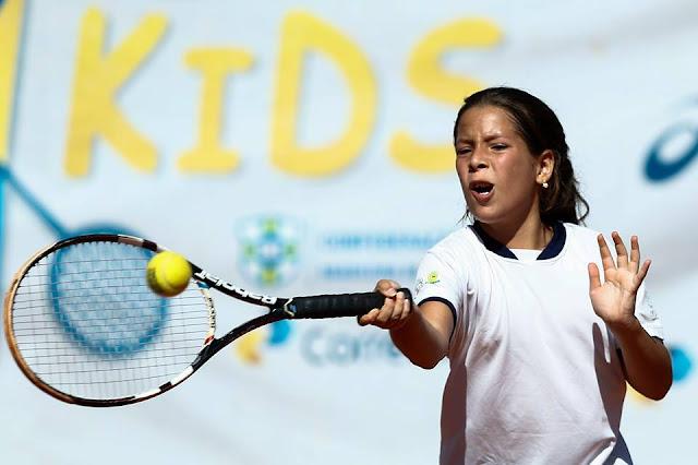 Tenista cajobiense, Rayssa Vitória, disputa Torneio Internacional