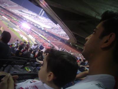 Estádio de Futebol com Crianças