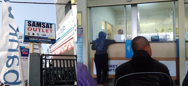 Bayar Pajak Kendaraan di Samsat Jatibarang Indramayu