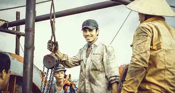 Klasifikasi Industri Berdasarkan Bahan Baku dan Tenaga Kerja