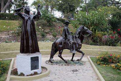 Paseando por Barranco, estatua Chabuca Granda