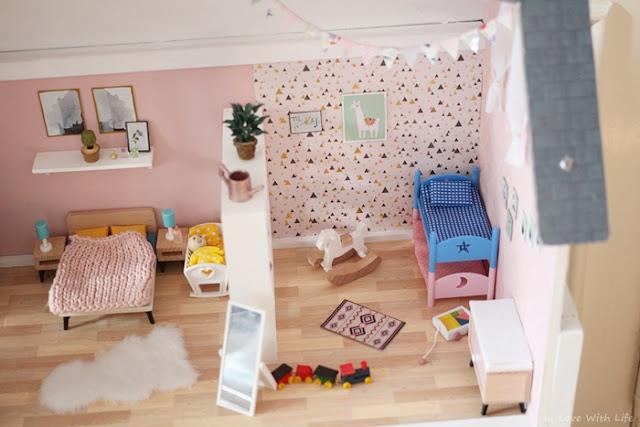Puppenhaus renovieren DIY vorher nachher Kinderzimmer