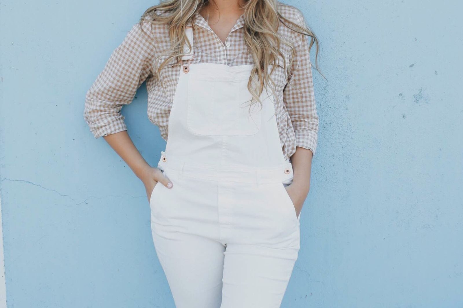 white-overalls-outfit