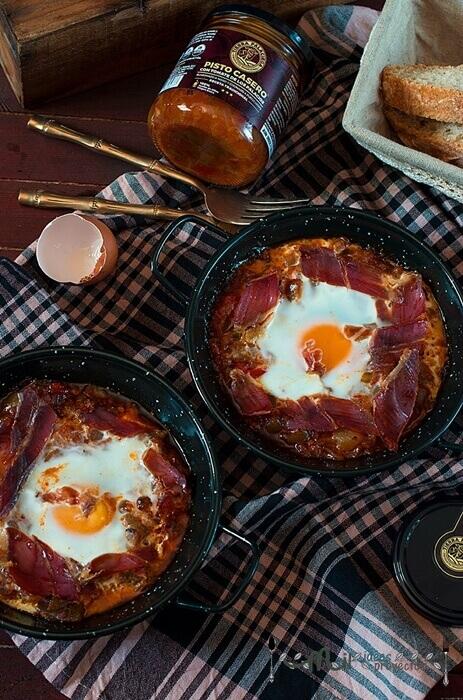 receta de huevos al plato con pisto tierra palaciega