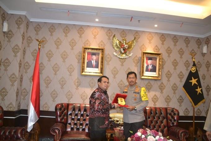 Kapolda Metro Jaya Terima Piagam MURI dan Serahkan Trophy POLIS AWARD 2020
