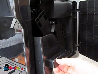espulsione della vaschetta residui di caffè macchina Cecotec
