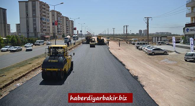 Diyarbakır kent merkezindeki yollara 230 bin ton sıcak asfalt serildi