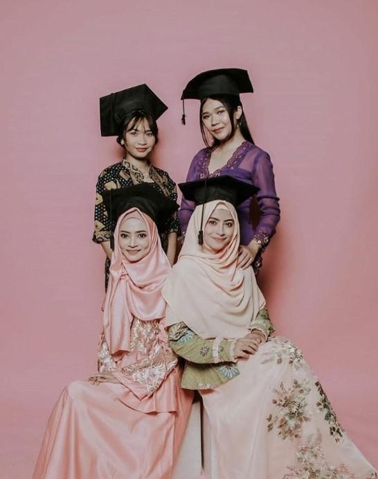 Hijab Wisuda Menutup Dada Gambar Islami