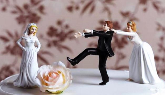 Aku Nikah dengan Janda, Kemudian Isteri Pertamaku Sering Minta Cerai, Bagaimana Ini Ustadz?