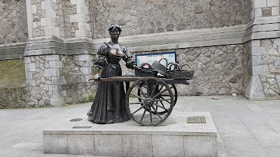 statua di donna