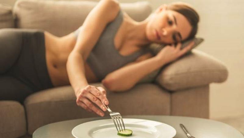 Aç kalarak kilo vermeye çalışmak hastalıklara davetiye çıkarıyor