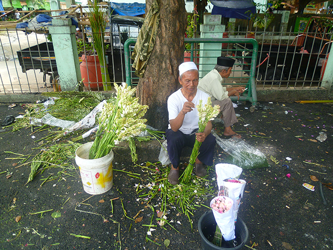 Vendedor de flores en Jakarta