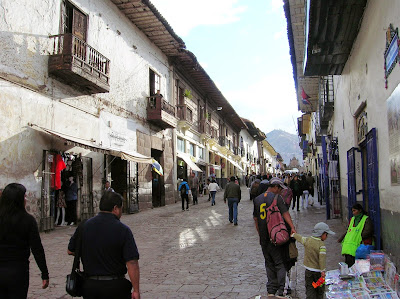 Calle de Santa Clara, Cusco, Perú, La vuelta al mundo de Asun y Ricardo, round the world, mundoporlibre.com