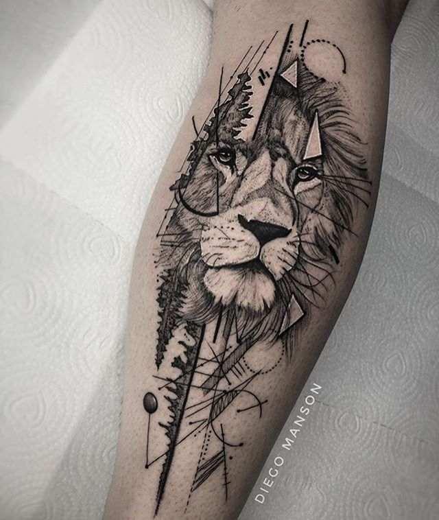 imagen de un tatuaje de león para mujer en el antebrazo