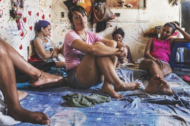 FUNCIONARIOS SOMETEN A RECLUSAS DE LA CÁRCEL A TENER RELACIONES SEXUALES POR COMIDA