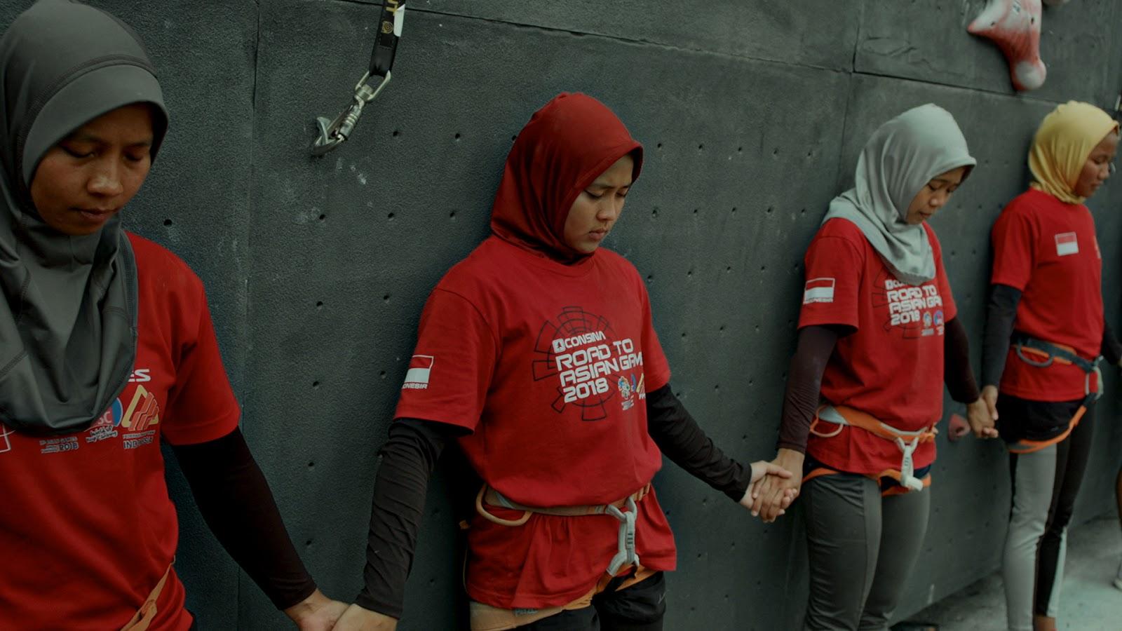 """Film """"6,9 Detik"""" merupakan film yang terinspirasi dari kisah perjuangan atlet panjat tebing nasional Aries Susanti Rahayu"""