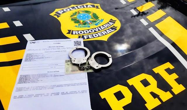PRF prende sete pessoas com mandado de prisão em aberto
