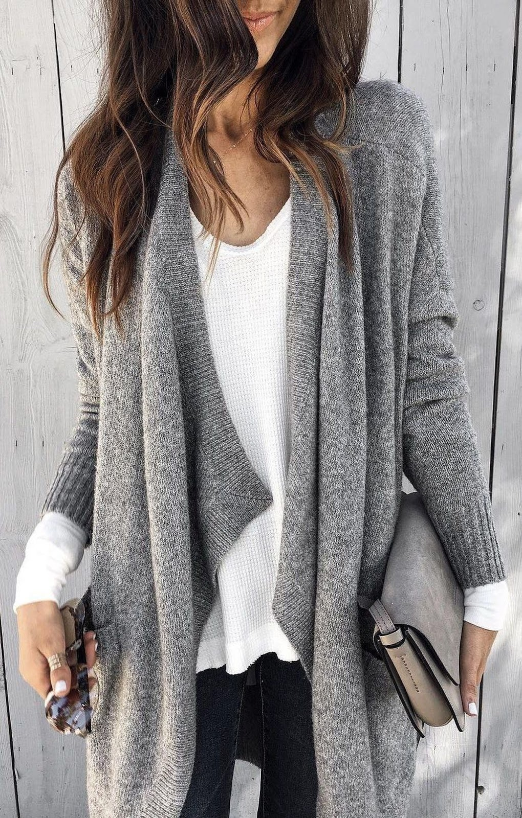 comfy look / knit cardigan + white sweater + skinny jeans