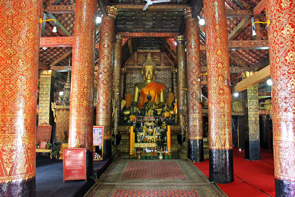 Inside the temple Wat Xieng Thong