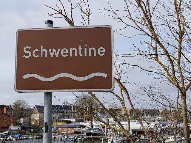 Küsten-Spaziergänge rund um Kiel, Teil 4: Entlang am Ufer der Schwentine. An der alten Schwentinebrücke gibt es viel zu entdecken und erleben.