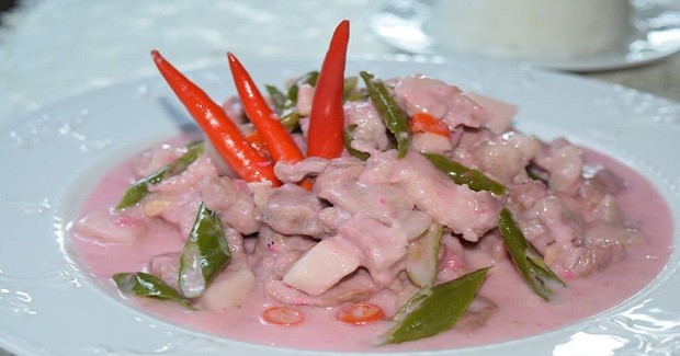 Bicol Express (Pork And Chili Peppers Stewed In Coconut Milk And Shrimp Paste) Recipe