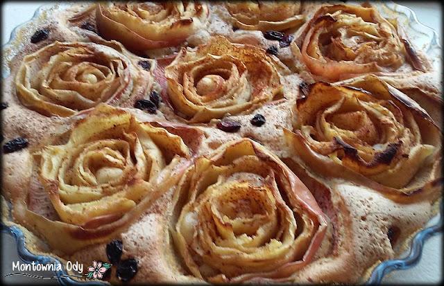 ciasto biszkoptowe z różami z jabłek