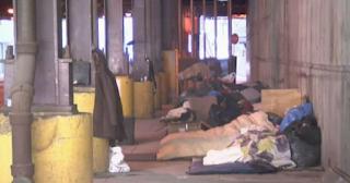 Άντρας έκλεισε ξενοδοχείο για 70 άστεγους της περιοχής του για να μην πεθάνουν από το κρύο