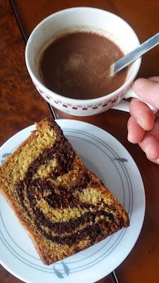 Gâteau marbré chocolat vanille; à accompagner d'un chocolat chaud!