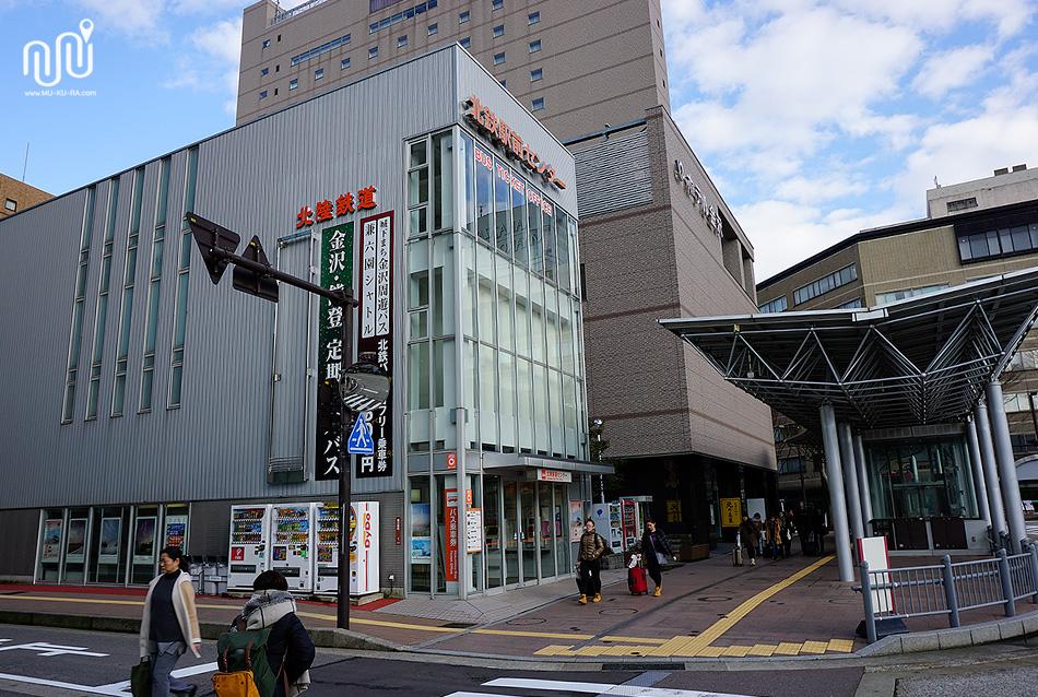วิธีเดินทางไป มู่บ้านชิราคาวาโกะ (Shirakawa-go)