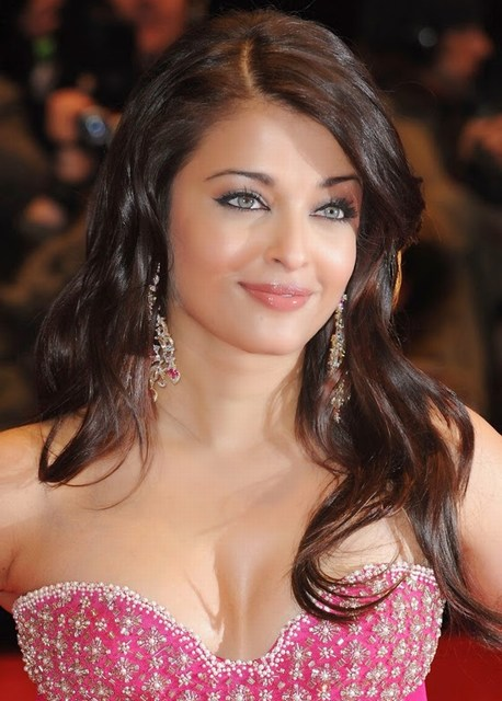 Cute Aishwarya Rai HD hot Wallpapers