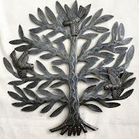Дерево с тремя птицами. Птицы выполнены в виде отдельных чеканок