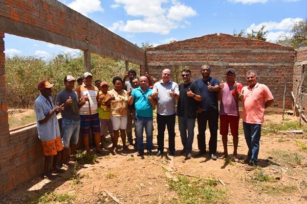 Vereador João Leriano e Deputado Hildo Rocha vistoriam construção de unidade de beneficiamento de farinha de mandioca em Brejo-MA
