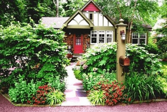 Phong thủy ngõ vào nhà cách trồng cây và xác định hướng cổng chính