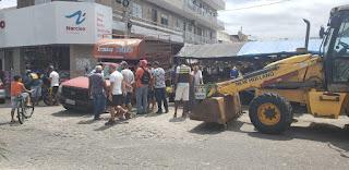 Em Guarabira:  Vazamento de água da cagepa danificar calçamento e carro cai dentro do buraco