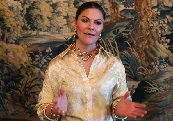 Crown Princess Victoria wore a new jacquard patterned shirt from H&M Conscious Exclusive AW20. The Princess wore a gold chain necklace