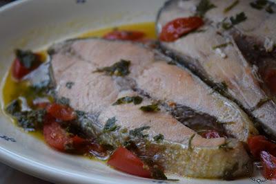 salmone-in-padella-con-pomodorini-e-vino-bianco