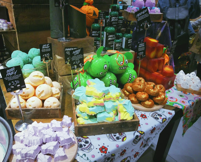 Lush Halloween bath bomb collection