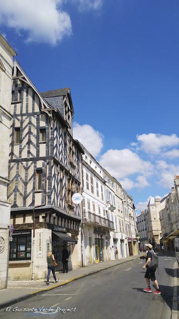 Fachadas históricas de La Rochelle por El Guisante Verde Project