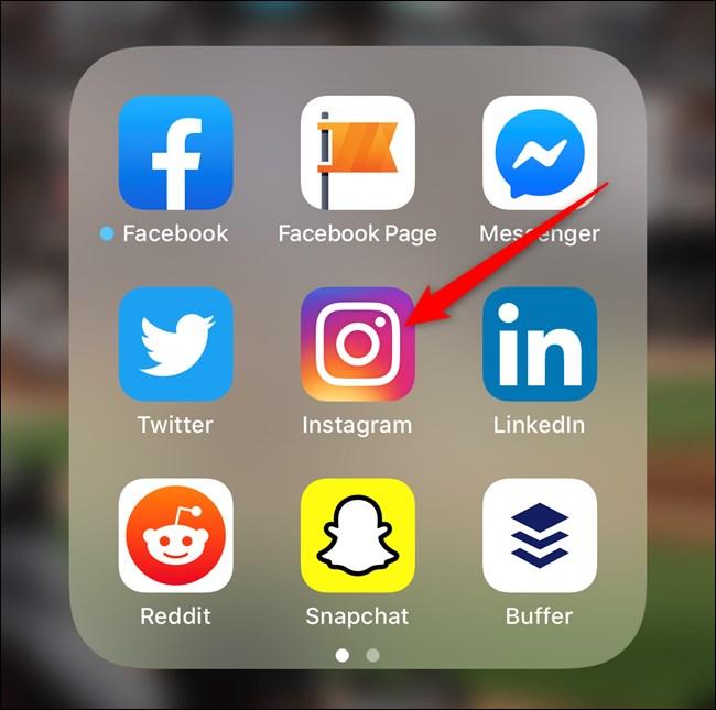 افتح تطبيق Instagram على هاتفك الذكي