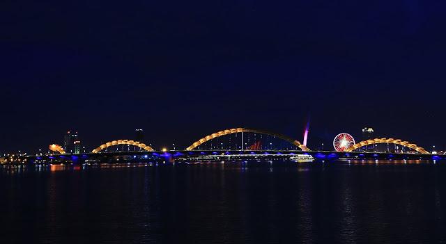 小佳流浪旅行紀錄: 越南我不爭氣的來了───會安,晚上用腳走過龍橋也不太遠,峴港七日行
