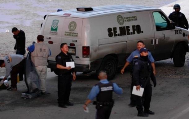 У Мексиці наркокартель на мосту повісив і розстріляв 19 осіб