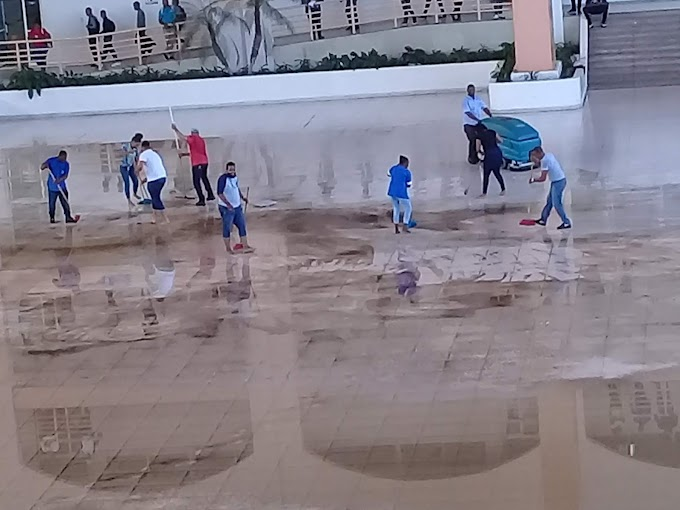 Explanada del Centro UASD  Barahona se inunda por las lluvias torrenciales que cayeron anoche