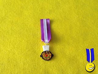 Medalla en fimo con forma de paella