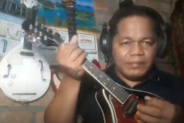 Petikan Melodi dan Mendolin, Tasili Tetap Hibur Masyarakat OKI #Dirumahaja Lewat Youtube