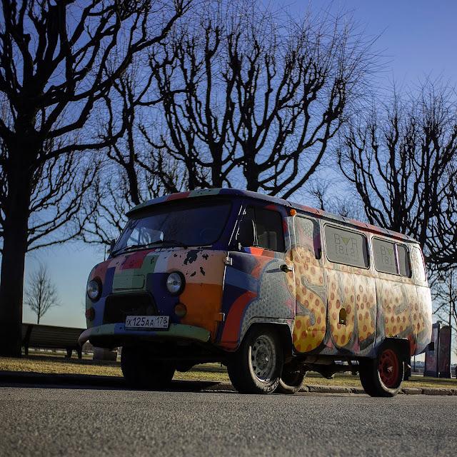 буханка уазик раскрашенный ментовской ментовоз граффити цветной машинка