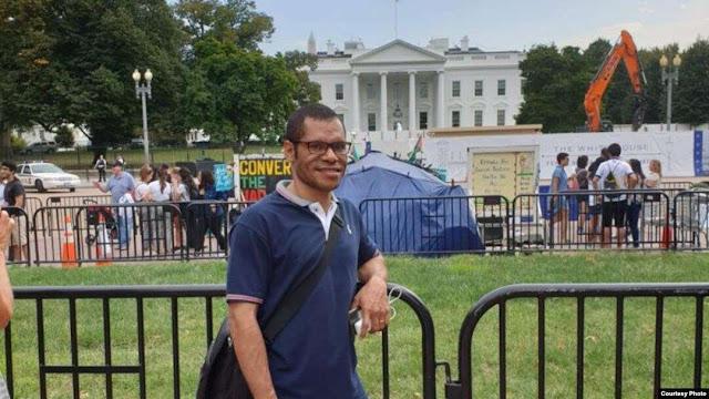 Kisah Haru Paskalis, Anak Petani Papua 'Tinggalkan Ibu' untuk S2 di Amerika Serikat