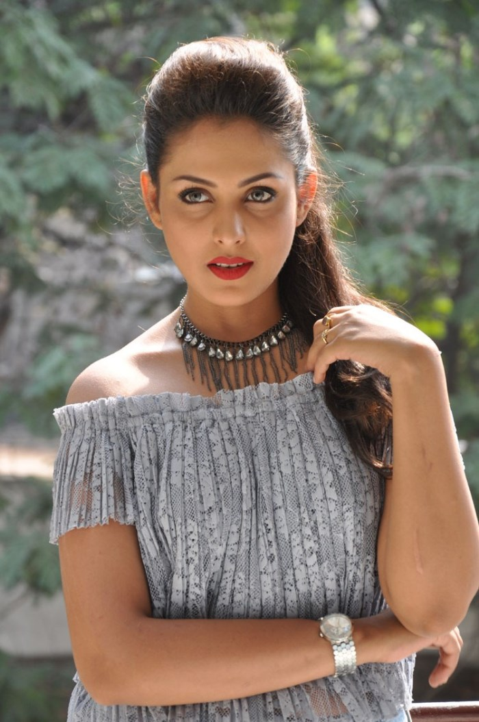 Telugu Beautiful Girl Madhu Shalini Photos In Black Dress