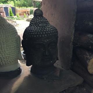 Asiatische Objekte im Garten der Stille